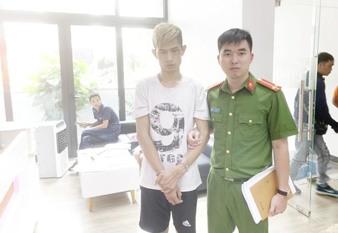 CAQ Nam Từ Liêm dẫn giải đối tượng Lê Quang Hưng đến hiện trường vụ việc