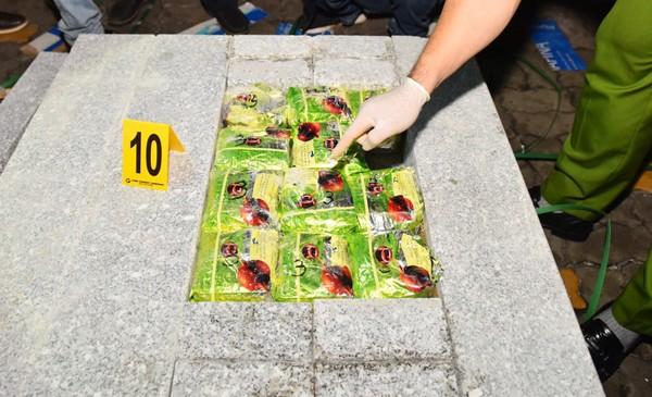Ma túy được cất giấu kỹ trong các khối đá để tránh máy soi chiếu của cơ quan chức năng