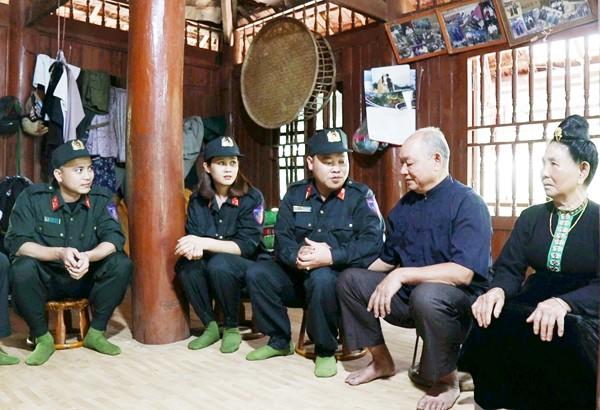 CBCS Trung đoàn CSCĐ luôn quan tâm, động viên thăm hỏi nhân dân trên địa bàn đơn vị đóng quân