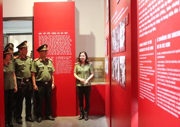 CBCS Cụm thi đua số 1 CATP tham quan Bảo tàng CATP Hà Nội