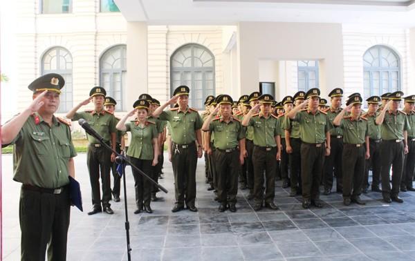 Phút mặc niệm anh linh các Anh hùng liệt sỹ Công an Thủ đô của CBCS Cụm thi đua số 1 CATP Hà Nội