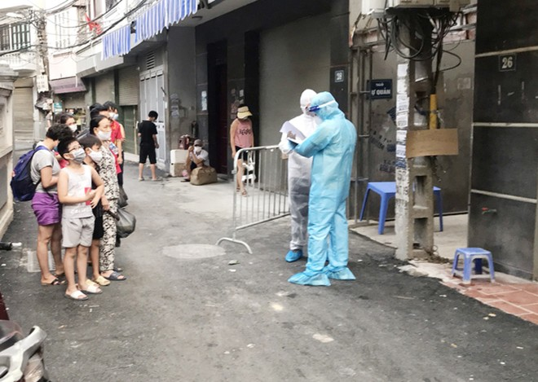 Đại đa số người dân tại khu phố Mễ Trì Thượng đều tuân thủ quy định về phòng chống dịch Covid-19