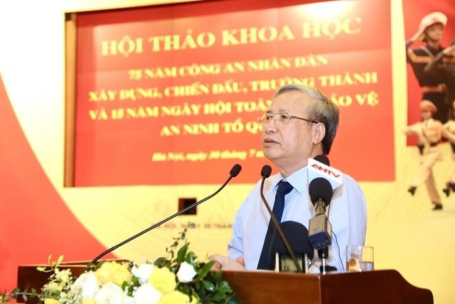 Đồng chí Trần Quốc Vượng phát biểu tại Hội thảo