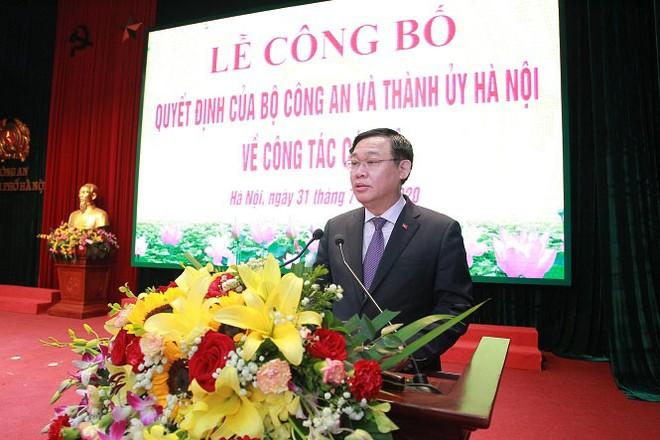 Đồng chí Vương Đình Huệ, Ủy viên Bộ Chính trị, Bí thư Thành ủy Hà Nội phát biểu tại buổi lễ