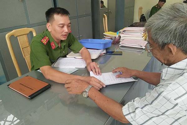 Chủ động hướng dẫn người dân kê khai phiếu thu thập dữ liệu dân cư