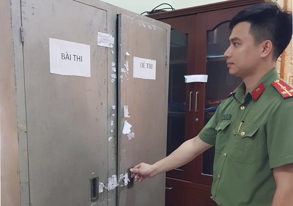 Các đơn vị của CATP Hà Nội kiểm tra tủ niêm phong đựng đề thi tại các hội đồng thi