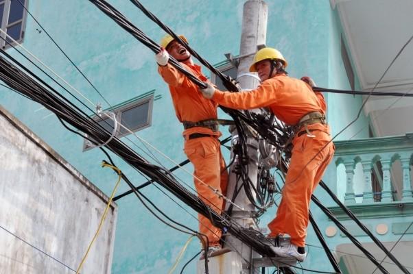 Theo đó, EVN HANOI sẽ không cắt điện cao, trung, hạ thế từ 0h ngày 24-12-2016 đến 12h ngày 25-12-2016. Trong dịp Tết Dương lịch 2017 các đơn vị không cắt điện cao, trung, hạ thế từ 0h ngày 30-12-2016 đến 24h ngày 2-1-2017.