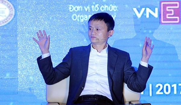 Tỷ phú Jack Ma trong phiên đối thoại