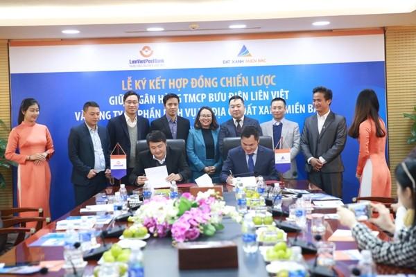 Đại diện LienVietPostBank và Đất Xanh Miền Bắc ký kết hợp đồng hợp tác