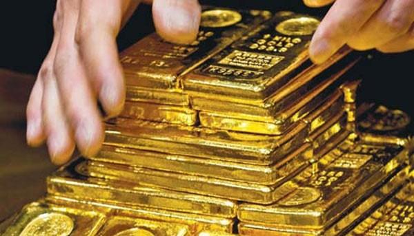 Áp lực chốt lời, giá vàng rơi đỉnh 3 tháng rưỡi