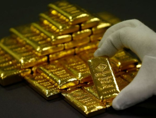 Vàng đang chịu áp lực bán ra