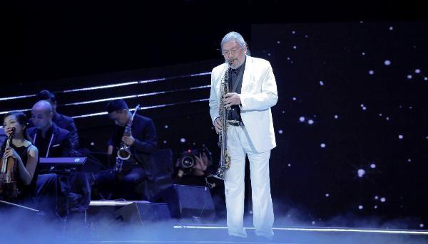 Bên cạnh những thời khắc cuồng nhiệt, khán giả được chìm trong không gian êm ái, sâu lắng qua màn trình diễn saxophone của nghệ sỹ Quyền Văn Minh