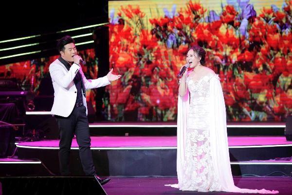 """Minh Quân hát ca khúc """"Để gió cuốn đi"""" và song ca cùng ca sĩ Khánh Linh ca khúc """"Tết Xuân"""""""