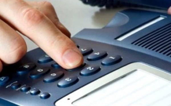 Nhiều khách hàng than phiền về việc không gọi được đường dây nóng ngân hàng khi cần