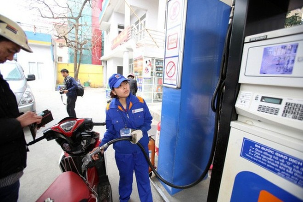 Giá xăng dầu trong nước được điều chỉnh giảm sau khi giá xăng thế giới giảm