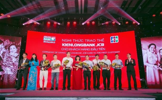 Ca sĩ Cẩm Vân làm đại diện thương hiệu thẻ Kienlongbank JCB