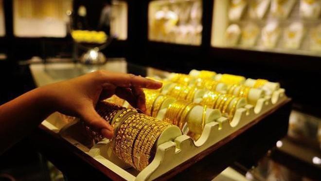 Giá vàng trong nước liên tục giảm sâu trong những phiên gần đây trong khi vàng thế giới vẫn trụ ở mức cao