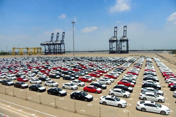 Lượng ô tô nguyên chiếc nhập khẩu tăng mạnh dịp cuối năm