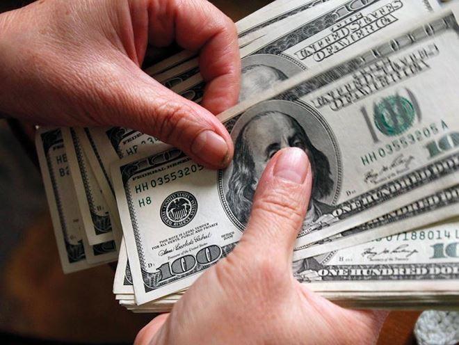 Quy định hạn mức rút ngoại tệ ở nước ngoài nhằm chống rửa tiền và tội phạm thẻ