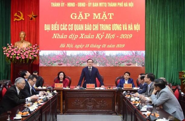 Bí thư Thành ủy Hoàng Trung Hải phát biểu tại buổi gặp mặt báo chí