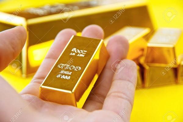 Giá vàng giảm dù USD và chứng khoán đi xuống