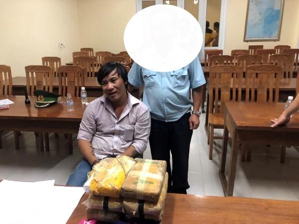 Đối tượng Phan Tất Hưởng và số ma túy bị bắt giữ