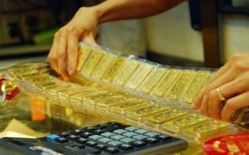 Giá vàng giảm nhẹ nhưng vẫn ở mức cao