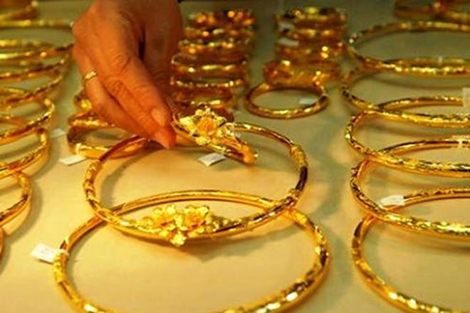 Hàng loạt bất ổn kinh tế, chính trị đẩy giá vàng tăng cao