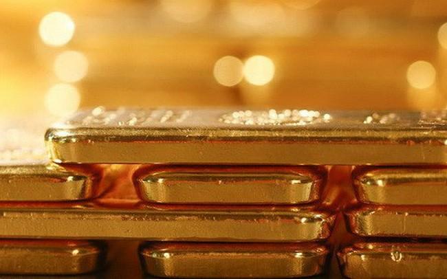 Giá vàng giảm mạnh trước áp lực bán tháo