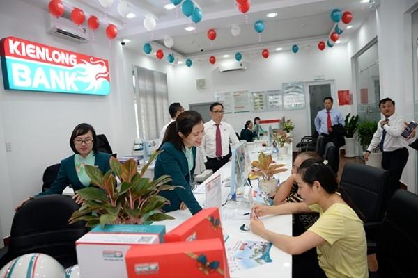 Kienlongbank dành nhiều quà tặng cho khách hàng nhân kỷ niệm 24 năm thành lập