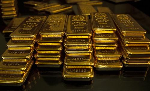 Các nhà đầu tư bán tháo chứng khoán và đưa dòng tiền về với vàng