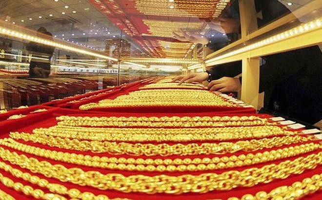 Dù chứng khoán bị bán tháo nhưng giá vàng chưa tăng đáng kể