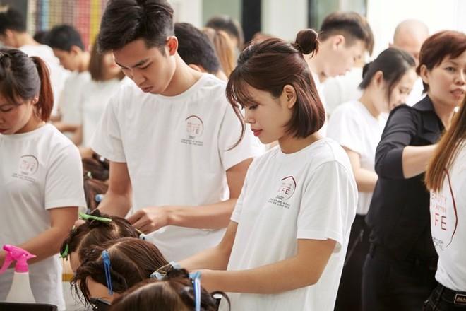 """Chương trình """"L'Oréal - Làm đẹp để sống, Sống để làm đẹp"""" được bắt đầu từ năm 2009"""