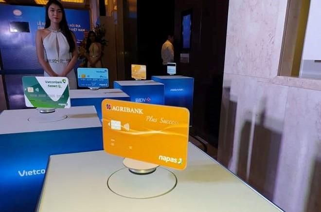 Tiến độ chuyển đổi thẻ từ sang thẻ chip còn hạn chế