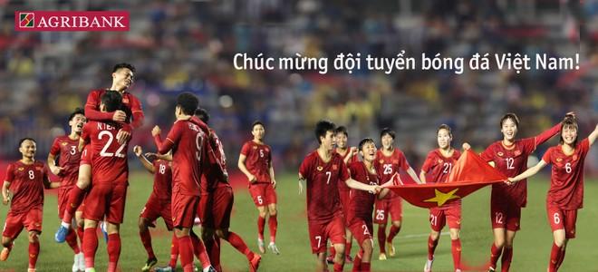 Agribank tặng 2 tỷ đồng cho 2 đội tuyển bóng đá nam và nữ Việt Nam ảnh 1
