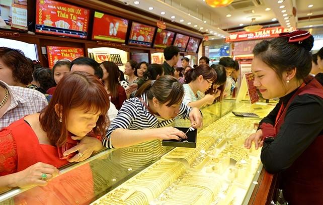 Giá vàng tăng mạnh do nhu cầu mua vào tăng