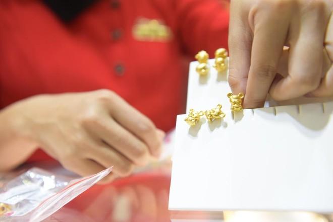 Vàng hình linh vật chuột lên ngôi dịp Thần Tài