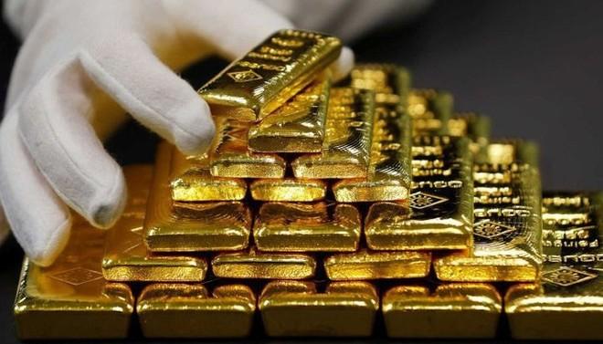 Giá vàng giảm mạnh dù chứng khoán, USD đều giảm