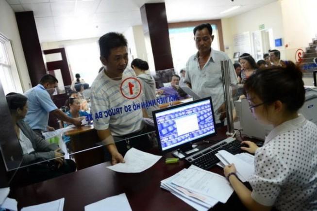 Người dân Hà Nội và TP.HCM đã có thể không phải đến trực tiếp ngân hàng, kho bạc để nộp lệ phí trước bạ