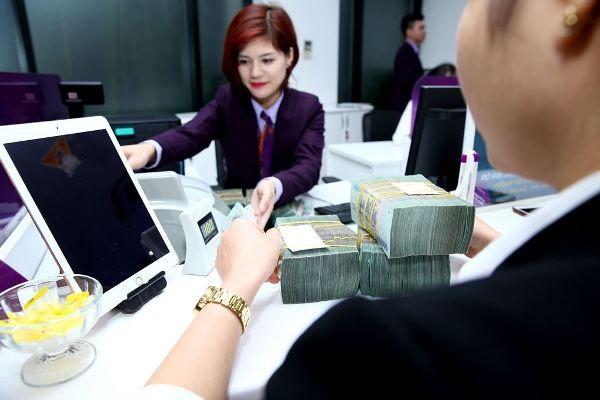 Việc giảm trần lãi suất huy động sẽ giúp các ngân hàng giảm chi phí đầu vào
