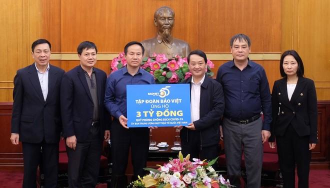 Chủ tịch Tập đoàn Bảo Việt trao số tiền ủng hộ 3 tỷ đồng cho Quỹ phòng chống dịch Covid-19