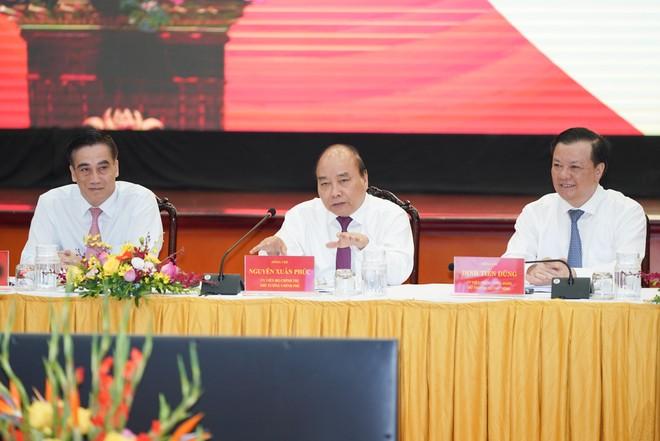 Thủ tướng Nguyễn Xuân Phúc chủ trì Hội nghị sơ kết 6 tháng ngành Tài chính