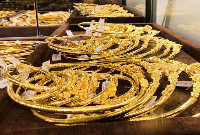 Giá vàng giảm nhẹ từ mức cao nhất mọi thời đại