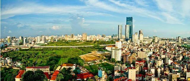 Thành phố Hồ Chí Minh rực rỡ trong nắng tháng ba