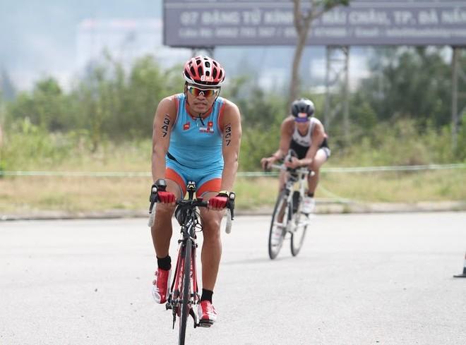 Người đưa sự kiện iron-man về Việt Nam CEO Lê Hồng Minh (Chủ tịch HĐQT kiêm Tổng Giám đốc VNG) trên đường đua trở thành iron-man