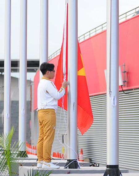 Xúc động Lễ thượng cờ Việt Nam tại SEA Games 28 ảnh 1