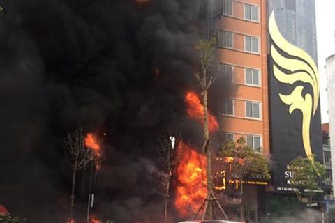 Hiện trường vụ cháy quán karaoke gây thiệt hại nghiêm trọng về người và tài sản