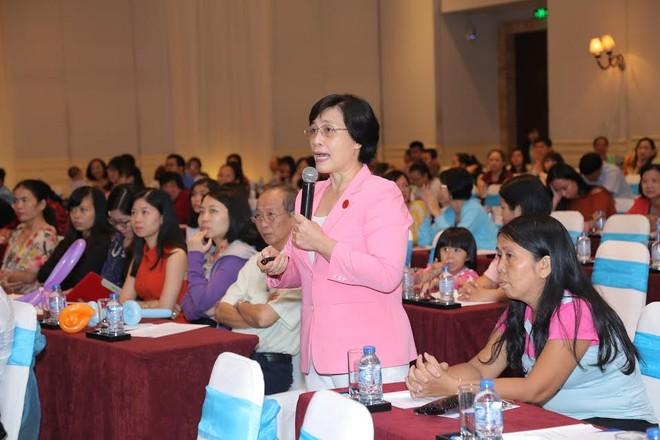 PGS.TS.BS Phạm Thị Minh Hồng tham gia giải đáp thắc mắc