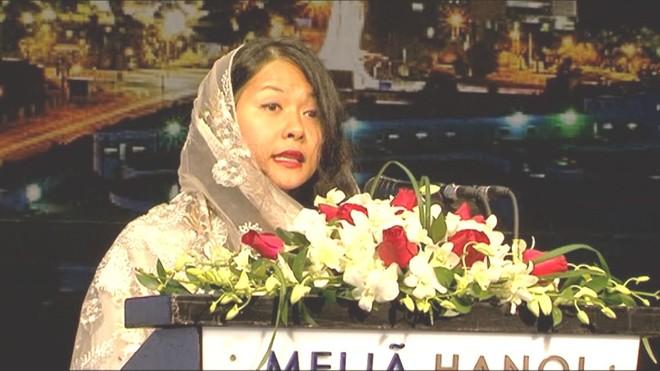Bà Trần Uyên Phương, nữ Lãnh sự danh dự của Sudan tại thành phố Hồ Chí Minh phát biểu tại lễ kỷ niệm