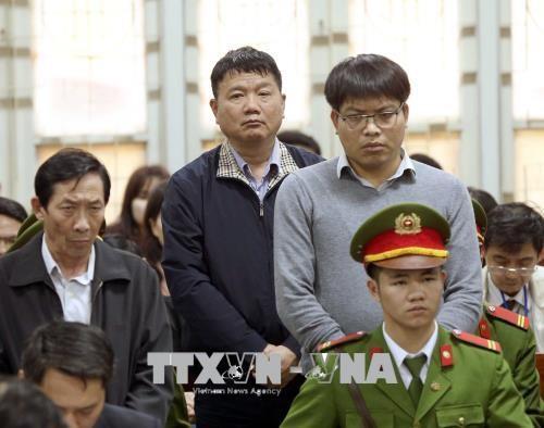 Các bị cáo nghe tòa tuyên án